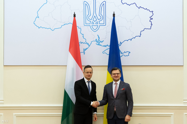Szijjártó Péter külgazdasági és külügyminiszter (balra) és Dmitro Kuleba ukrán miniszterelnök-helyettes találkozója Kijevben 2020. február 7-én