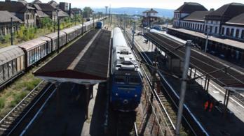 Kisiklott Nagyszebennél a Budapestre tartó vonat mozdonya