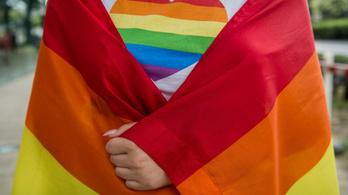 Vasárnap döntenek a svájciak a homofóbia betiltásáról