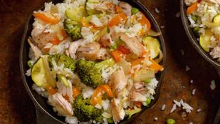 Hidegen is finom: rizssaláta pestóval, brokkolival és csirkefalatokkal