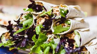Libanoni csirkewrapok – könnyű ebéd, amit a munkahelyedre is magaddal vihetsz