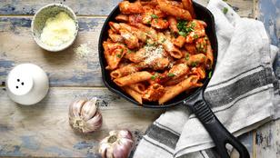 A tökéletes munkahelyi ebéd: durumtészta-saláta grillezett csirkével és friss zöldségekkel
