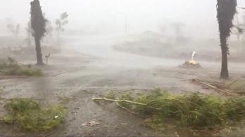 Viharos esőzés és orkán erejű szél tombol Ausztráliában