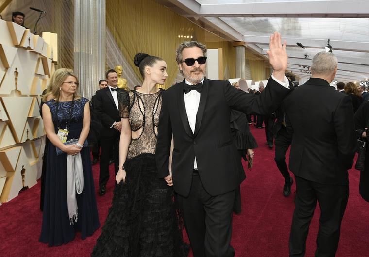 Joaquin Phoenix és Rooney Mara természetesen együtt érkeztek a gálára, ...