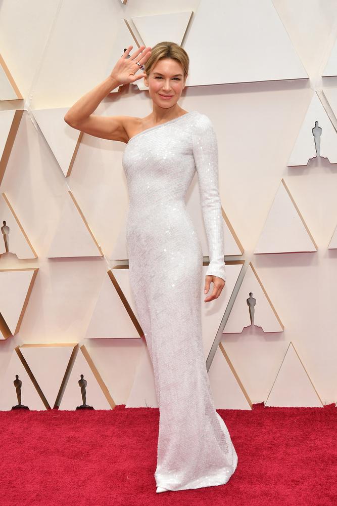 A színésznő olyan sugárzóan érkezett a díjátadóra, mint aki már előre tudja, hogy nyerni fog
