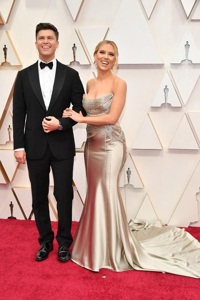Nézze, hogy tündököl Scarlett Johansson párja oldalán.