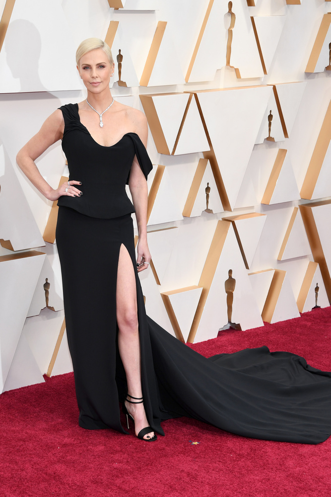 ....másodikként pedig íme Charlize Theron, akivel a Botrány című filmben szerepelt együtt Margot Robbie