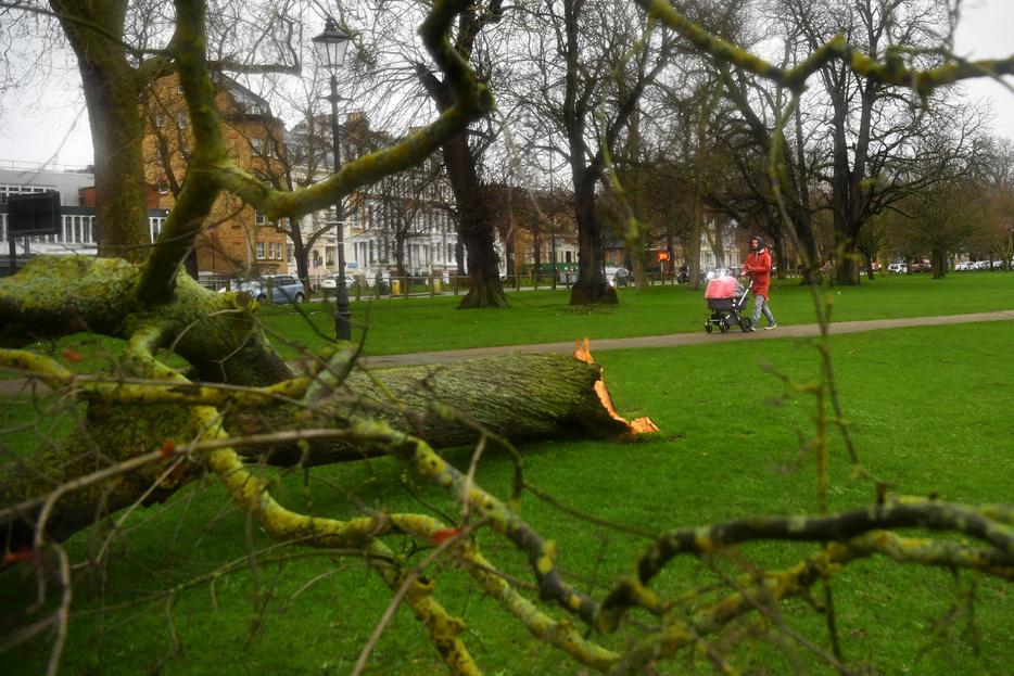 Gyereket fújt el, kerítést döntött ki a Ciara Nagy-Britanniában
