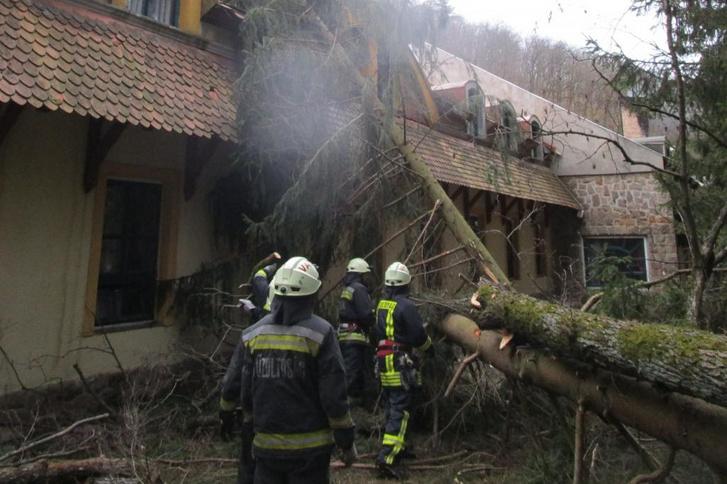 Egy 2020. február 5-i viharkár valahol Pest megyében