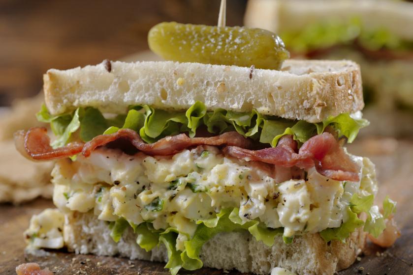Krémes, ízekben gazdag tojássalátás szendvics – Friss zöldségekkel a legfinomabb