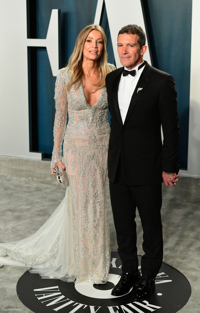 Antonio Banderas a Hollywood Film Awardson mostohalányával, lányával és új nőjével gálázott egyszerre, ezúttal csak az utóbbi, Nicole Kimpel látható vele ezen a képen.