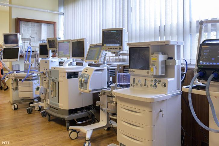 Új altató- és lélegeztetőgépek egy budapesti kórházban