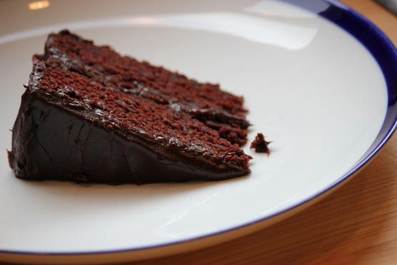 Egyszerű csokis ganache is tökéletes mellé.
