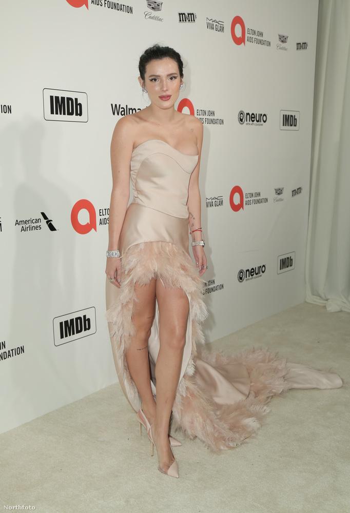 Bella Thorne színésznő nagy bajban lehetett, hogy mit vegyen fel, ha végül erre jutott.