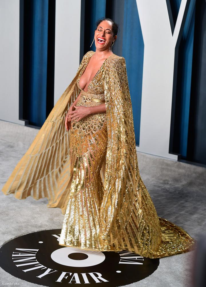 Tracee Ellis Ross egy pompás ruhát viselt, a színésznő-tévést tehát ugyanúgy válogattuk be ebbe az összeállításba, mint az imént Hendrickst