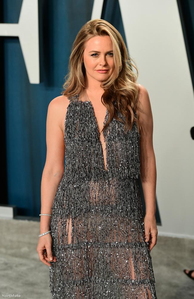 Alicia Silverstone színésznő 43 éves, és arcra az egyik legkevesebbet változó személy Hollywoodban.