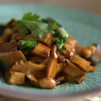 Ha eddig nem szeretted a tofut, próbáld ki ebben a mogyorós, uborkás salátában