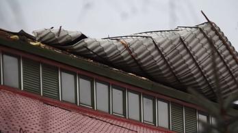 Leszedte a vihar az orosházi vásárcsarnok tetejét