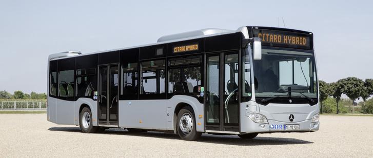 Egy ilyen Mercedes Citaro Hybrid épp Budapesten vendégeskedik ezekben a napokban. Bár a hibridekkel nincsenek megelégedve az üzemeltetők, de a Citaro egy kiforrott jó busznak tűnik. A Volánbuszt érdekelhetné a típus, ha tényleg elkötelezték magukat az alternatív hajtások felé