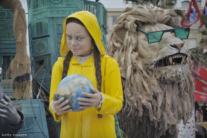Greta Thunberg papírmasé mása az olaszországi Viareggio településen, 2020. február 9-én