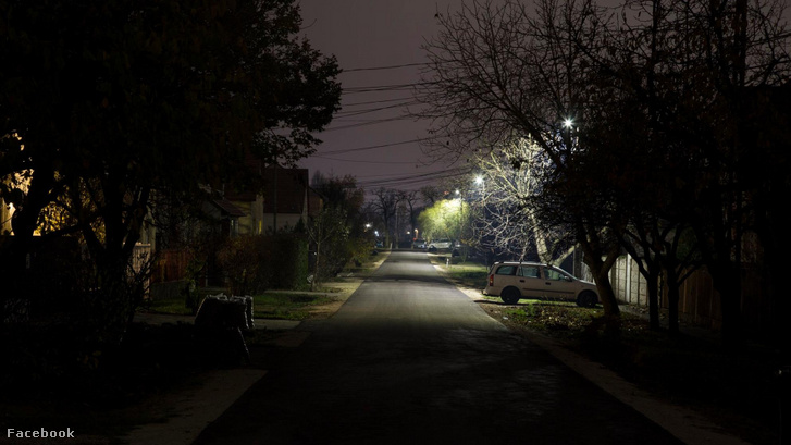A side street in Gyál in 2018. Following earlier bad practice, Elios did not install lamps on every pole - the lower performance and smaller circle of the new lamps lead to a significant decrease in streetlight quality.