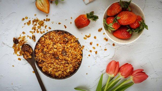 Epres-mandulás granola