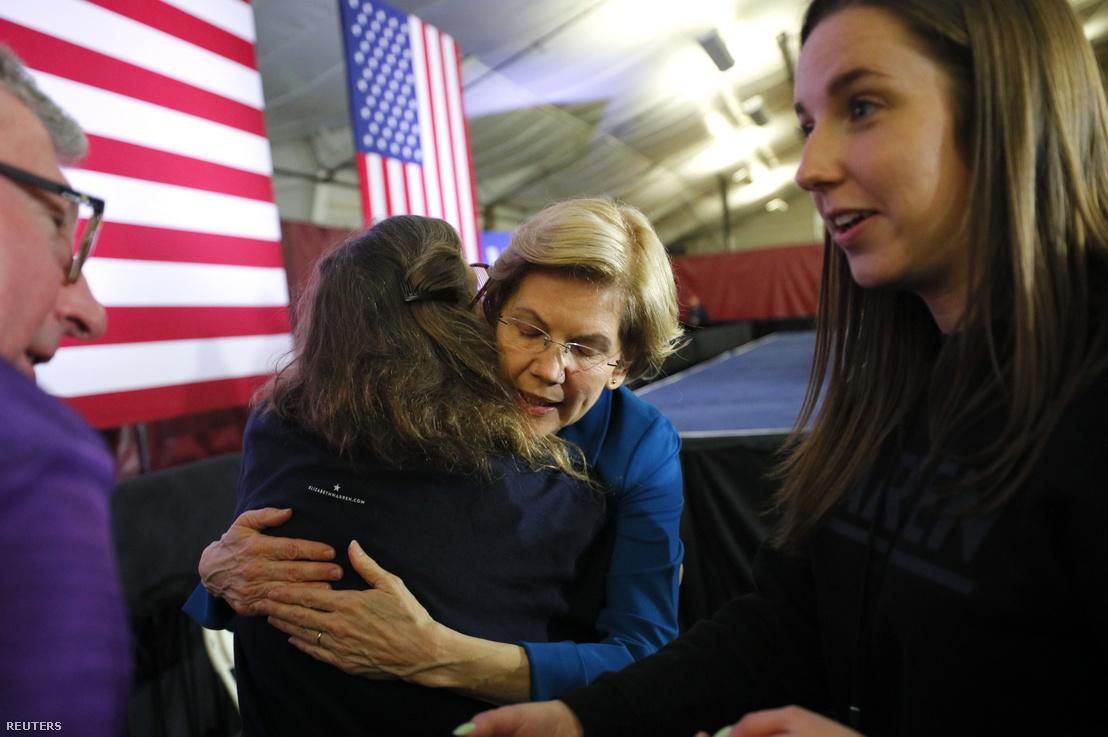 Elizabeth Warren támogatójával