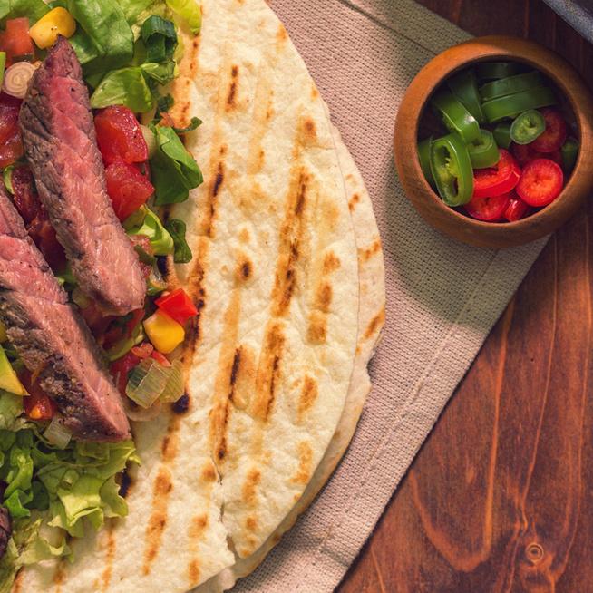 Mexikói saláta sült marhahússzeletekkel: olyan laktató, mint egy főétel