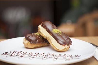 Roppanós Ekler-fánk tejszínnel töltve: a csoki a ráadás
