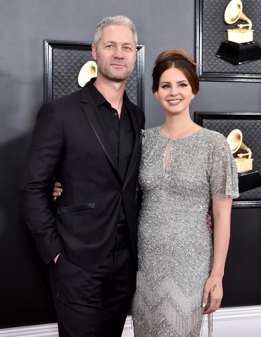 A 2020-as Grammy-gálán debütáltak először együtt a nyilvánosság előtt, nagyon összeillik Lana De Rey és Sean Larkin.