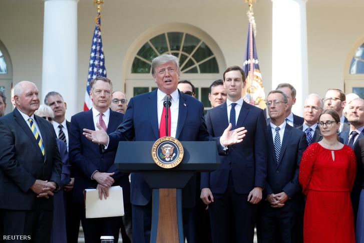 Donald Trump az USA–Mexikó–Kanada Egyezménnyel (USMCA) kapcsolatos sajtótájékoztatón 2018. október 1-én.