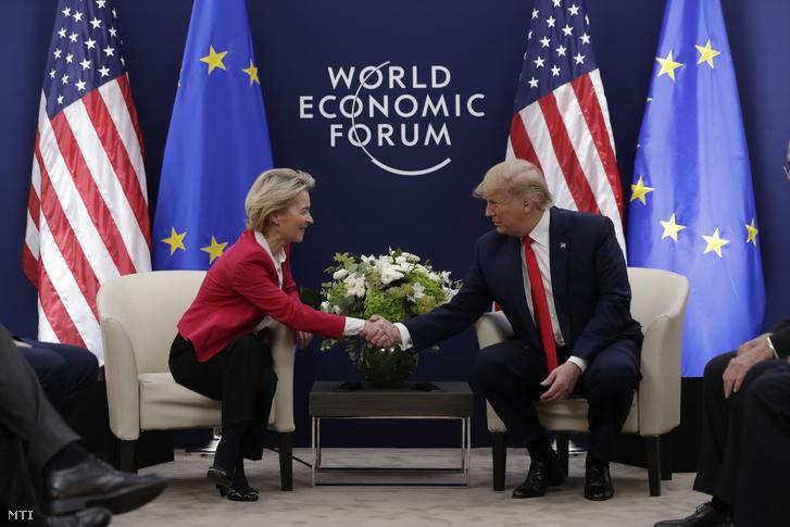 Ursula von Der Leyen, az Európai Bizottság elnöke és Donald Trump amerikai elnök a Világgazdasági Fórum 50. davosi találkozóján 2020. január 21-én, az esemény nyitónapján.