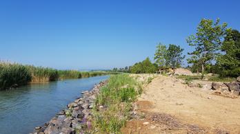 Követeléseket adnak át a Balatonért aggódó civilek a kormánynak