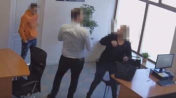 Felpofozta a végrehajtót egy bajai nő, leszúrással fenyegette
