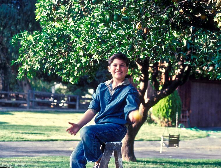 Joaquin Phoenix négy mozifilmben szerepelt a '80-as években, de a stáblistákban a Leaf Phoenix nevet kell keresni, az ekkor kamaszkorú színész ugyanis eredeti keresztneve helyett inkább egy olyat választott magának, ami szintén a természetre utal, mint testvérei keresztnevei (River=folyó, Rain=eső, Summer=nyár)