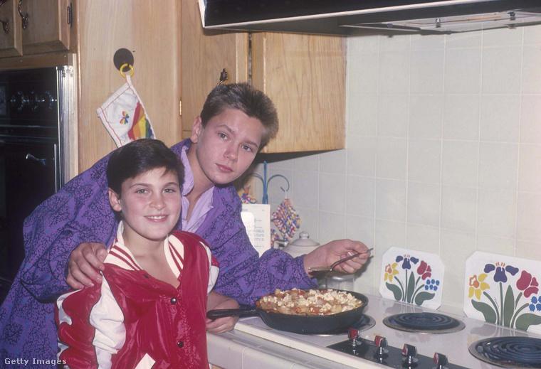 Ez a kép 1985 körül készült két testvérről, és ekkor nyilván nem sokan gondolták volna róla, hogy egyszer mindketten Oscar-jelölt színészek lesznek, sőt, egyiküket ki is tüntetik a legjobb színésznek járó Oscarral