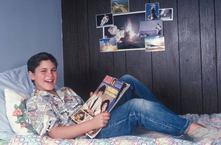 Ekkor, azaz 1985 környékén Phoenixék Los Angelesben éltek, de ezt a magazint még dél-amerikai útjukról hozhatták, tekintettel arra, hogy a lap címe Semana és mintha spanyolul lenne.
