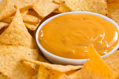 Selymes házi sajtszósz nachoshoz – Ha nem bírod a csípőset