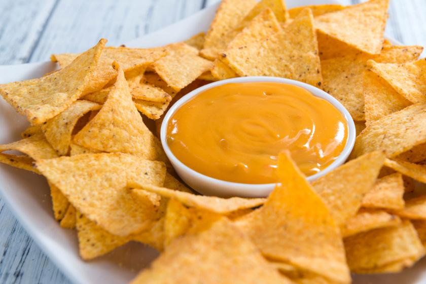 nachos sajtszósszal recept