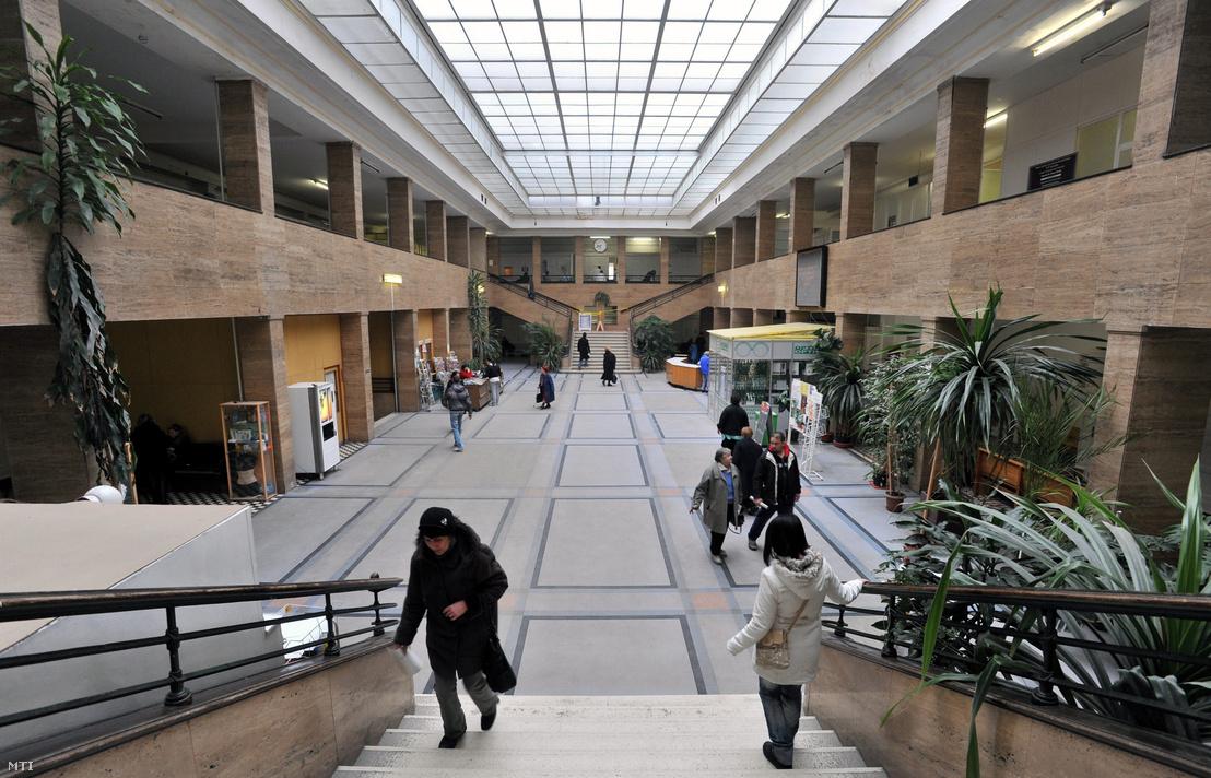 A Fővárosi Önkormányzat Péterfy Sándor utcai Kórház-Rendelőintézet és Baleseti Központ aulája.