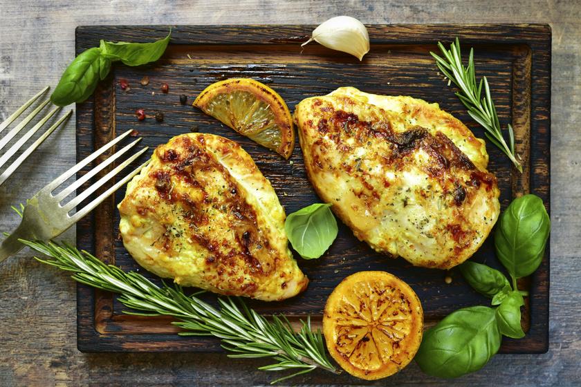 Ízletes és omlós rozmaringos csirkemell: alig van vele munka