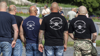 Zaklatás miatt pénzbüntetésre ítélték a Betyársereg öt tagját