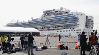 Evakuálják az idős utasokat a japán partoknál veszteglő, karantén alá helyezett hajóról