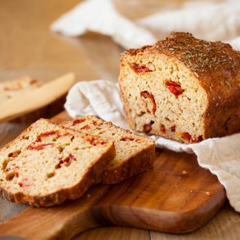 Különleges, aszalt paradicsomos kenyér házilag: magában is isteni
