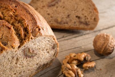 Aranybarnára sült diós kenyér - Kívül ropogós, belül foszlós