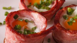 Izgalmas glutén- és tejmentes reggeli: tojás baconbögrében