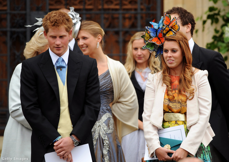 Bár Beatrixnek közel sincs annyi formális feladata, mint például Vilmos hercegnek és Kate Middletonnak, az ascoti derbin azért megjelenik általában