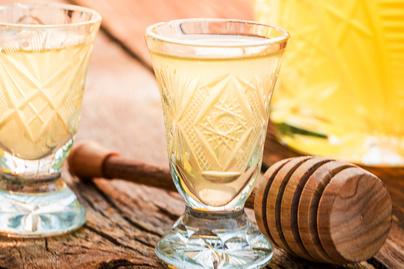 Fűszeres mézlikőr lengyel recept alapján - Édesnek érzed, de nagyon ütős