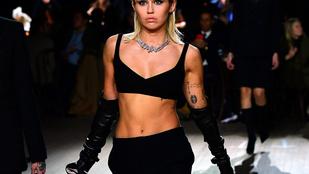 Miley Cyrus tett róla, nehogy feledésbe merüljön a mellbimbója