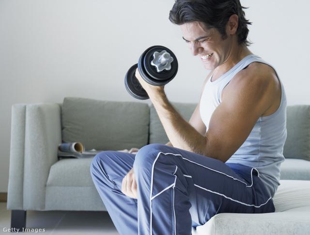 Súlyzózás közben ügyeljünk a helyes testtartásra